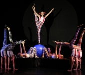 Die rasante Laufkugel-Show vom Artistik-Studio TOLEDOS